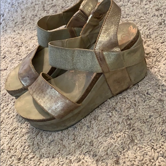 OTBT Shoes - Used OTBT Women's Bushnell Wedges in Gold